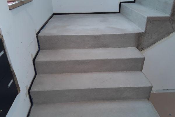 beton_cire_treppe_neuss_2B0DA39D8-4329-635D-0DD8-B23EF40AF63A.jpg